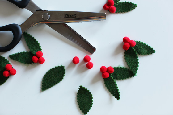 DIY felt Christmas holly