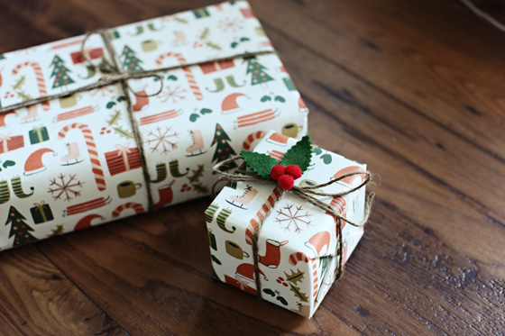 Wrapping Tutorial with DIY Holly topper
