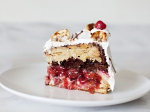 Banana Split PieCake!