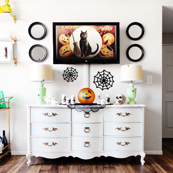 Halloween Decor via Melodrama