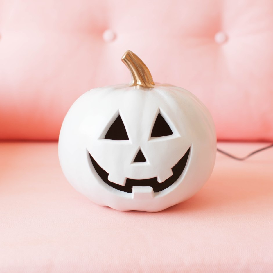 diy-gold-and-white-halloween-light-up-pumpkin-2