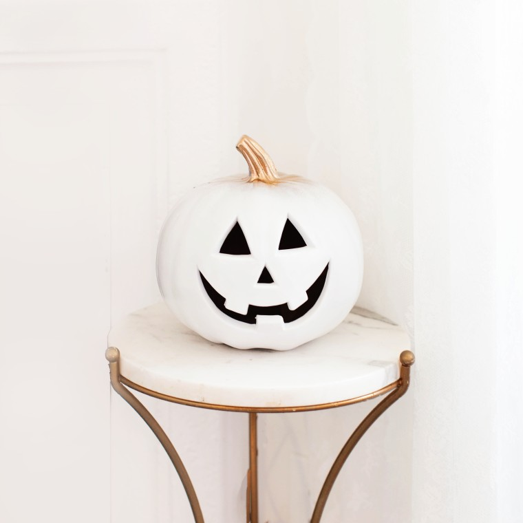 diy-gold-and-white-halloween-light-up-pumpkin