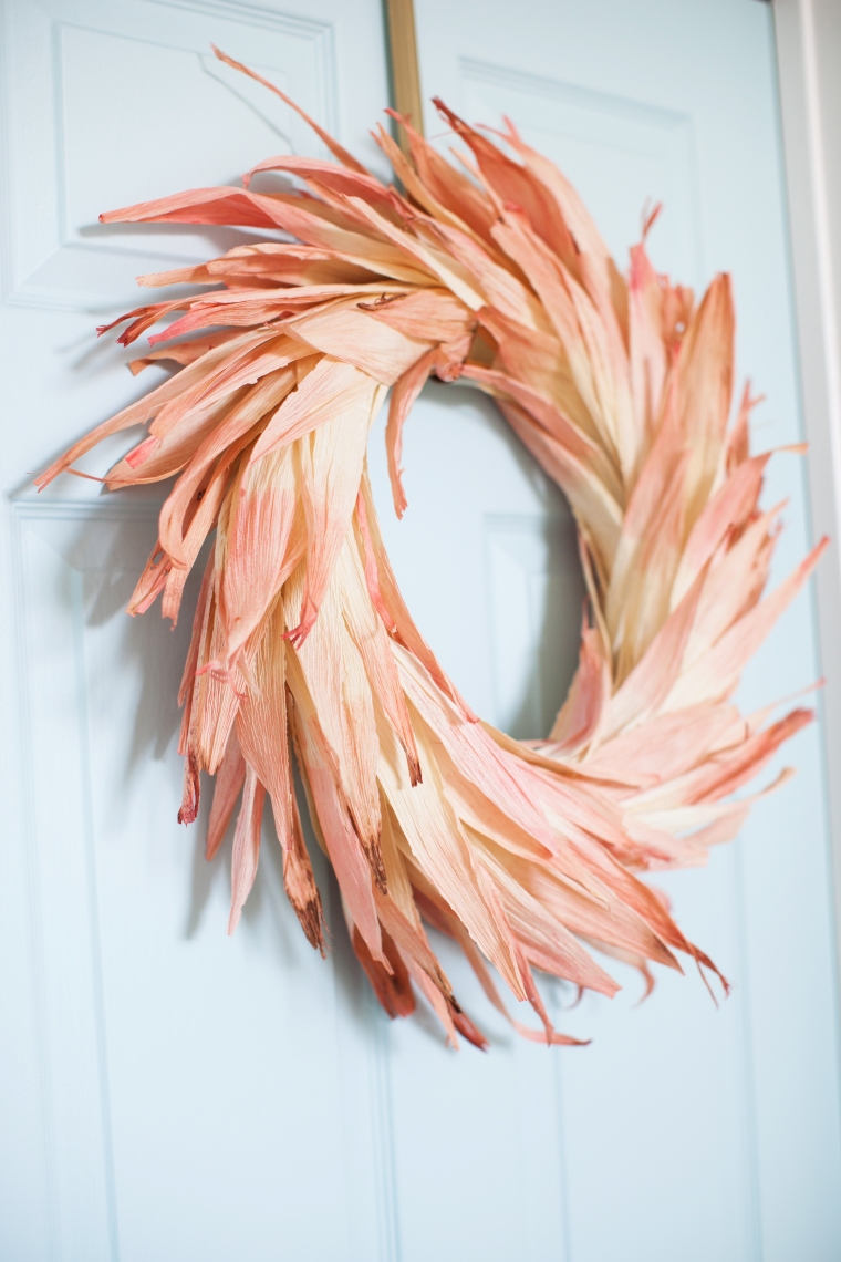 diy-dyed-corn-husk-wreath-6