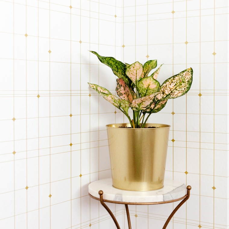 Gold geometric wallpaper from Tempaper.jpg