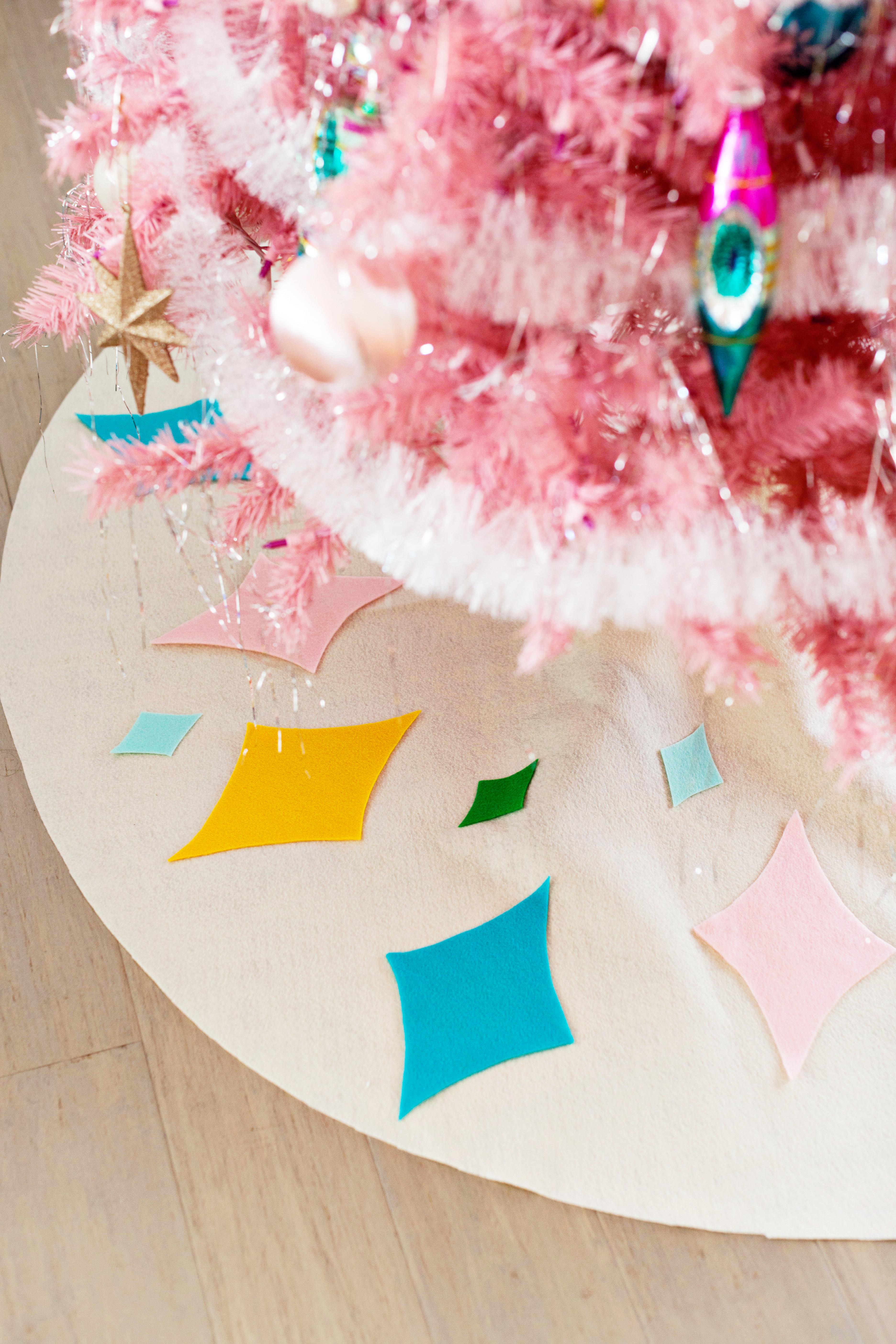 Diy No Sew Mid Century Inspired Christmas Tree Skirt Melodrama