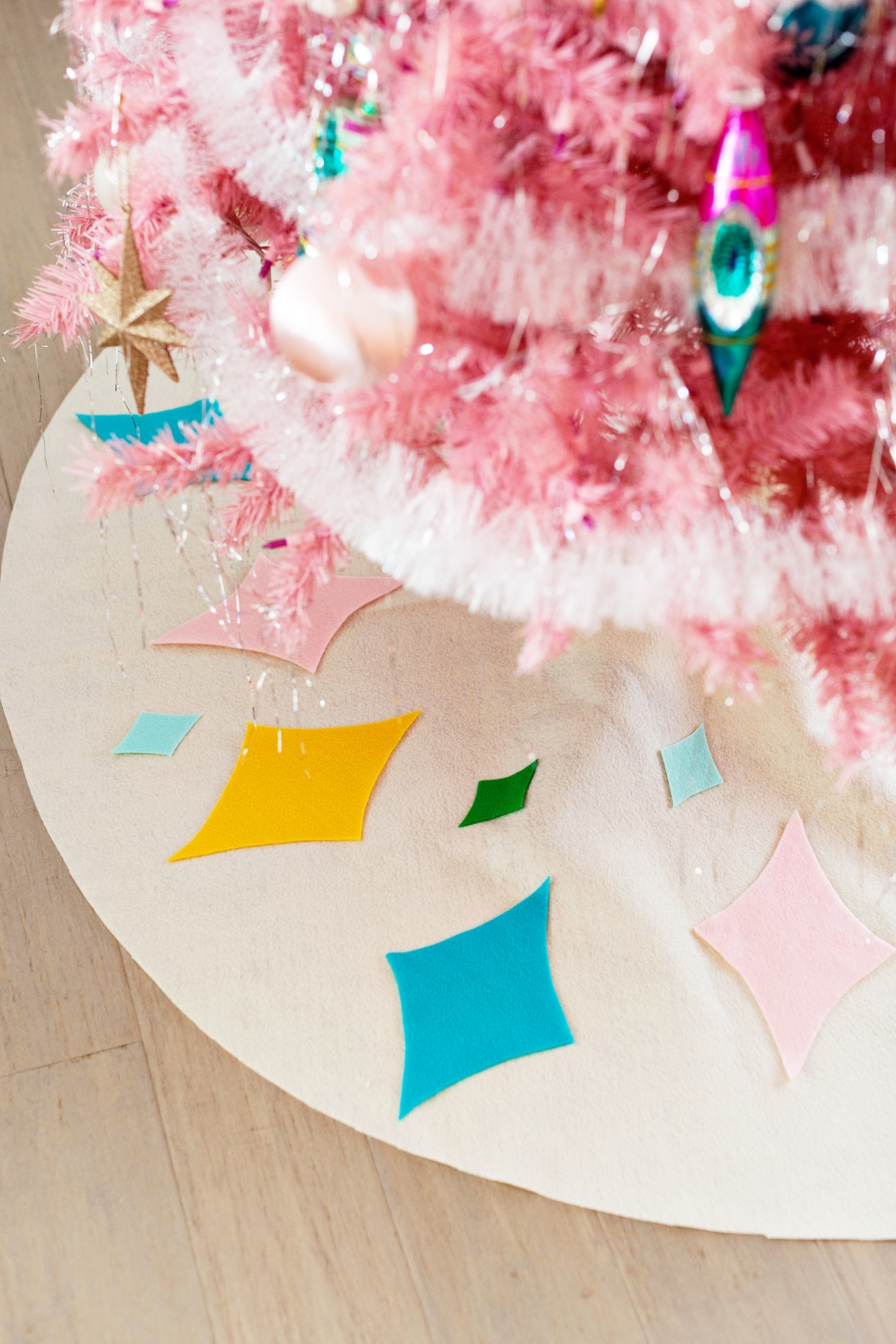 DIY No-Sew Mid-Century Inspired Christmas Tree Skirt – Melodrama