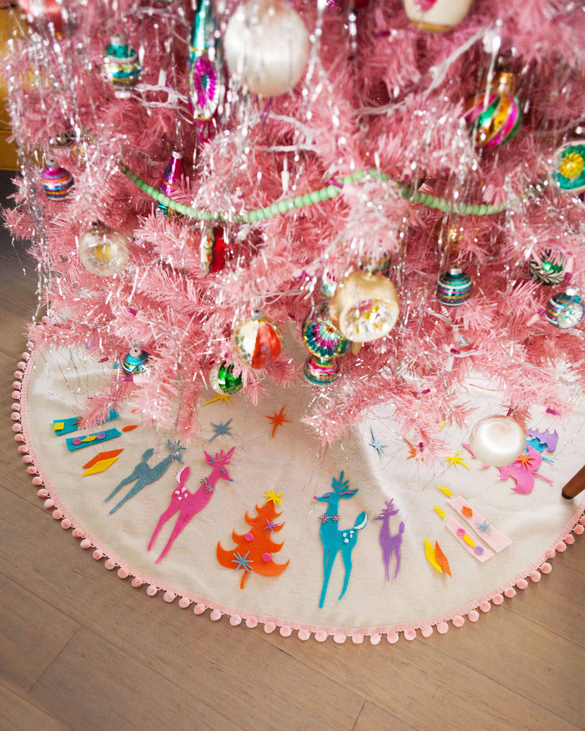 DIY No-Sew Mid-Century Inspired Felt Tree Skirt
