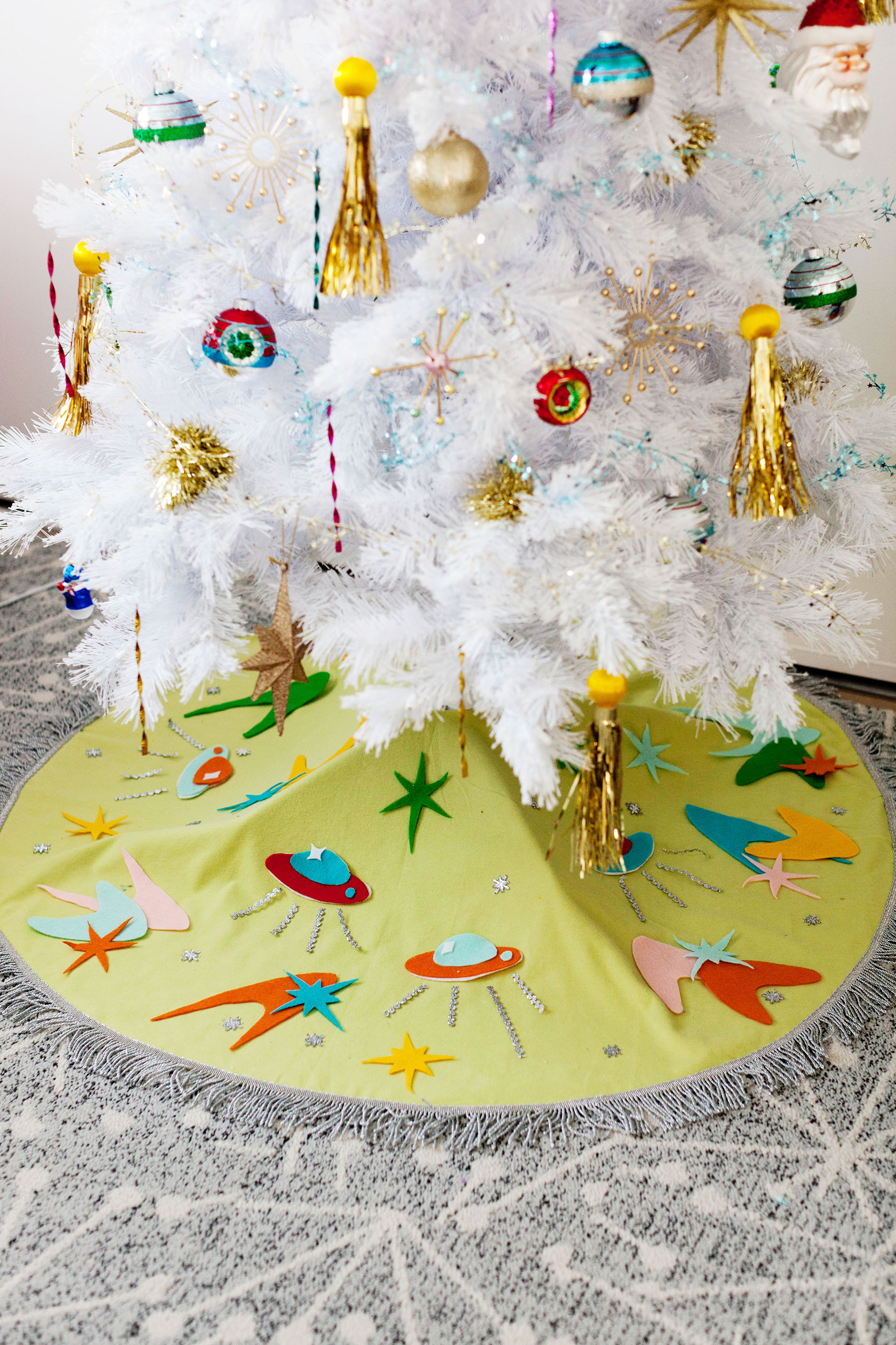 DIY Space Age Atomic Felt Tree Skirt