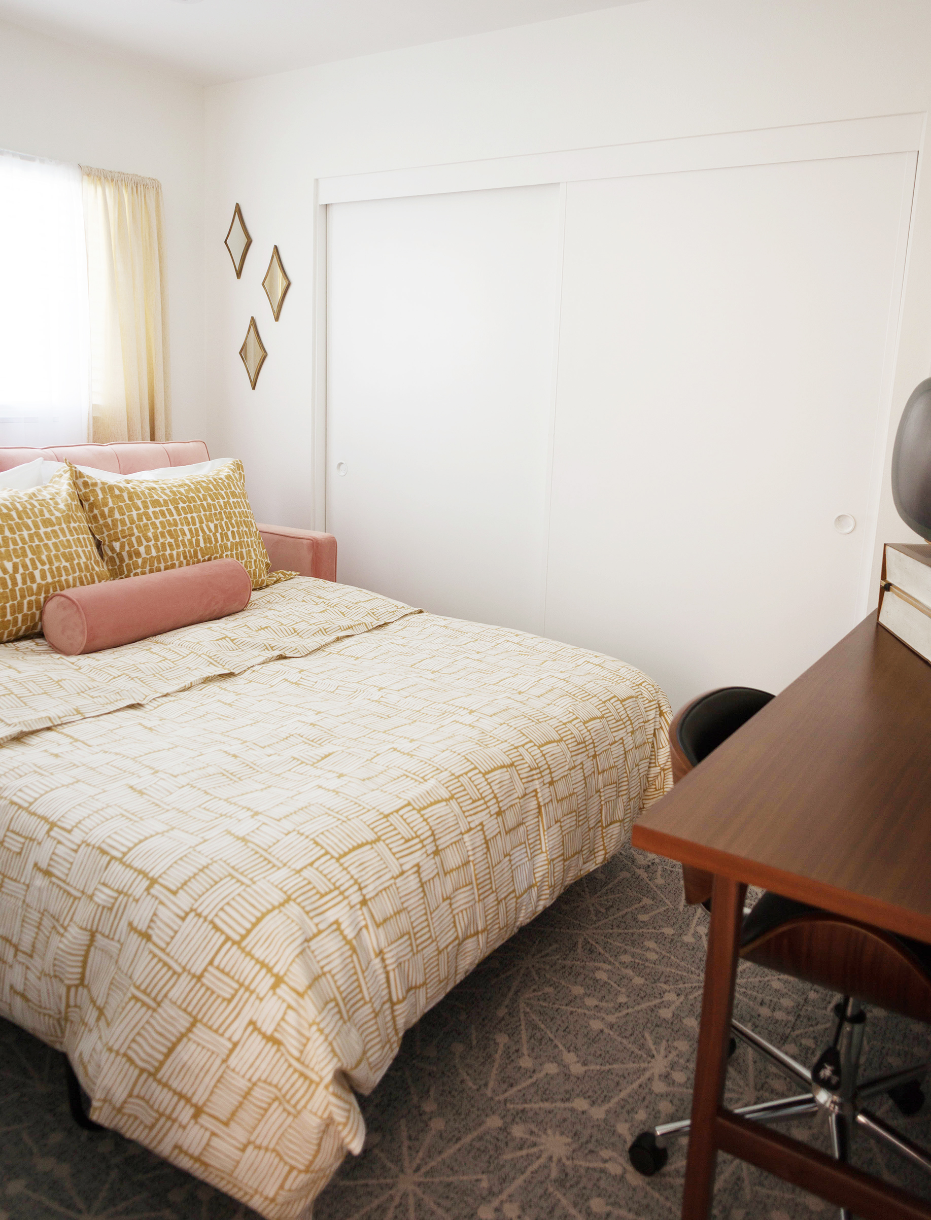 Guest Room Pullout Sofa Bed-